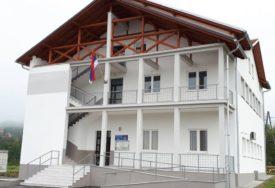 DVA SATA TRAJALA POPRAVKA Nevrijeme oštetilo krov na društvenom domu u Verićima