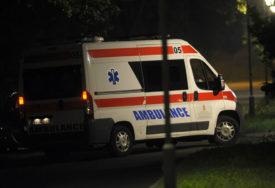 VATROGASCI IZVLAČILI NASTRADALOG Drvo palo na automobil u pokretu, jedna osoba poginula
