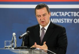 Dačić: Srbi da naprave koaliciju sa Đukanovićem i uđu u vlast