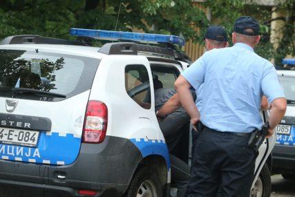 Hapšenje u Bijeljini: Suvozač u automobilu pucao iz startnog pištolja