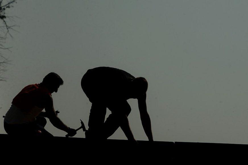 KO SVAŠTA POTPISUJE, CRNO MU SE PIŠE Kako radnici iz BiH u Sloveniji MOGU DA SE ZAŠTITE od poslodavaca prevaranata