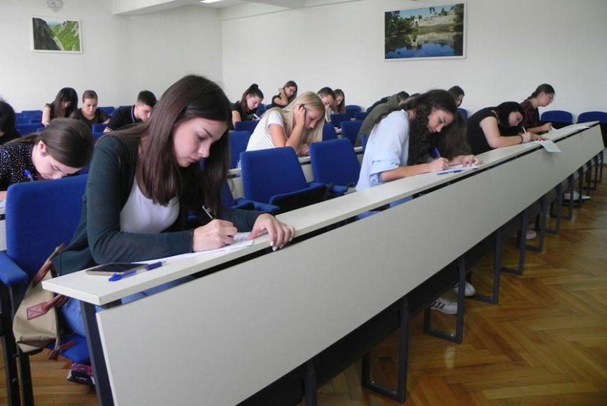 Studentima od 3.000 do 4.000 KM: Odobrene stipendije za studije u inostranstvu