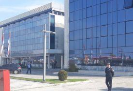 POSLIJE VRTNE GARNITURE, STIŽE NADSTREŠNICA Sređivanje sjedišta Srpske u Istočnom Sarajevu