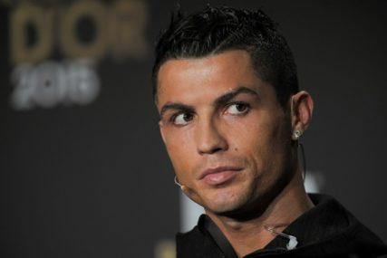 Slavni fudbaler u LIJEPOM društvu: Ronaldo fanove oduševio novom fotografijom (FOTO)