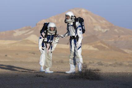 POPUT UMJETNIČKOG DJELA Krater na Marsu NIJE SLIČAN NIČEMU što su naučnici već vidjeli (VIDEO)