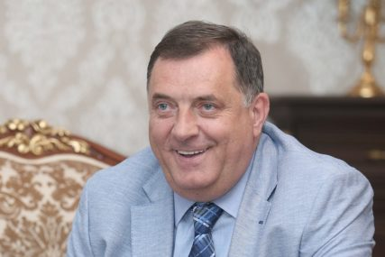 """""""Mac, mac, dođi ovamo ako smiješ"""" Ovo je vic koji je Dodik pomenuo na konferenciji za novinare"""