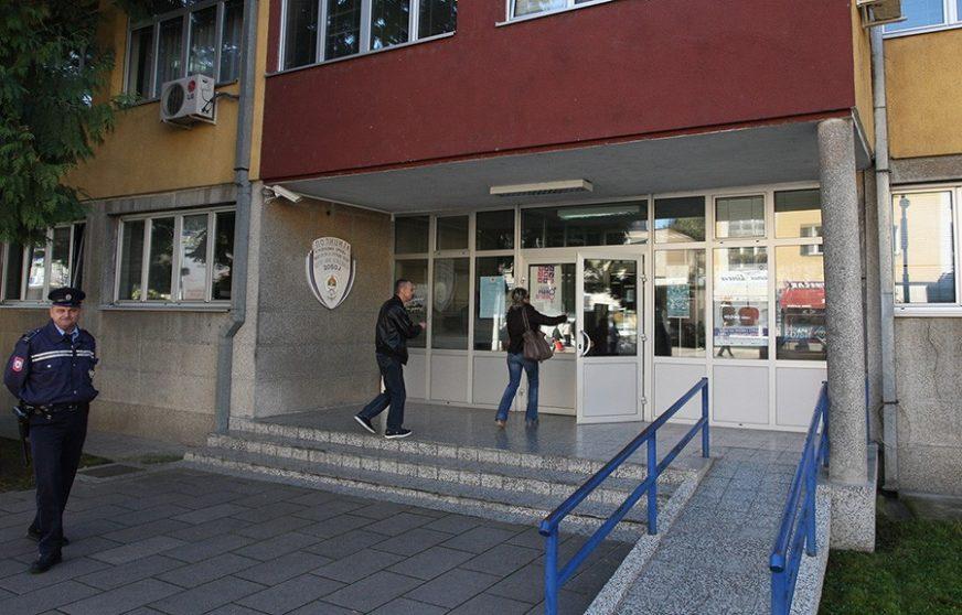 POLICAJAC KOLEGU UDARIO ŠAKOM U GLAVU Srpskainfo otkriva detalje tuče u kojoj je učestvovalo sedam osoba