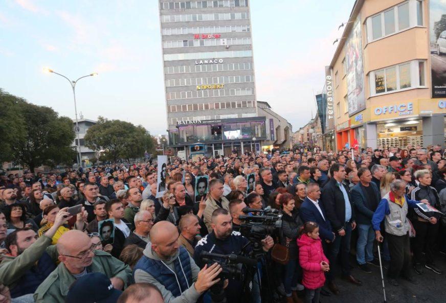 """Skup """"Pravda za Davida"""" 203. put u Banjaluci, okupljenima se večeras obratio i Vukota Govedarica"""