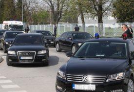BAHATOST BEZ GRANICA Evropski političari na posao biciklom, a kod nas u šoping službenim limuzinama
