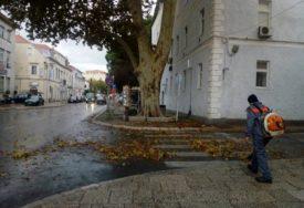 JESEN DONIJELA PROBLEME Jaka kiša praćena UDARIMA JUGA poplavila ulice Hercegovine