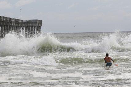 MAJKL UDARIO NA FLORIDU Uragan se obrušio na Meksiko Bič, udari vjetra 250 kilometara na čas