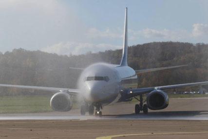 Kako je izgledala drama u avionu: Zbog greške koju je napravio bjeloruski novinar UHAPŠENA I NJEGOVA DJEVOJKA (FOTO)
