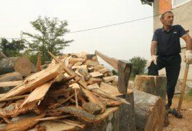 Potpisan ugovor o isporuci ogrevnog drveta za penzionere