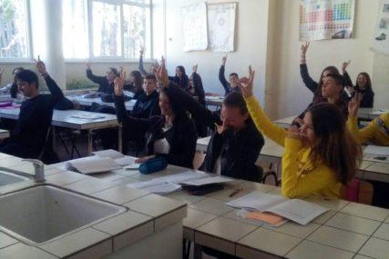 ZANAT ĆE IM DONIJETI SIGURAN POSAO Za frizera uči 29 đaka u Bijeljini