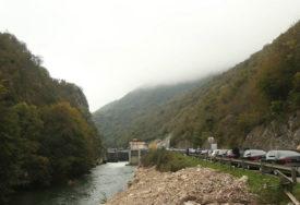 ZA ODRŽAVANJE 50.000 KM Počela sanacija mosta u Bočcu