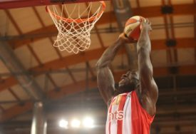 NAKON MJESEC DANA Bivši košarkaš Zvezde Majkl Odžo sahranjen u Nigeriji