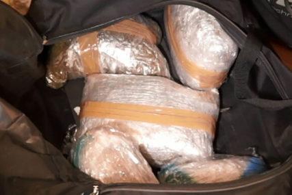 ZAPLIJENJENO 11 TONA KOKAINA Za šest mjeseci otkrivena droga vrijedna 1,63 milijarde dolara