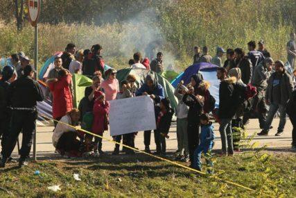 PREKINUTA AGONIJA Mali migranti GLADNI I ŽEDNI molili za pomoć (VIDEO)