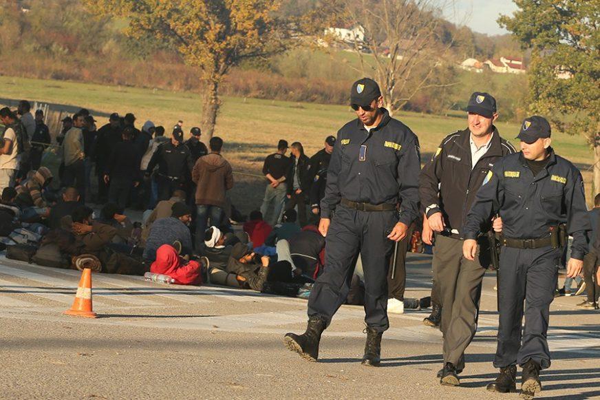 NA GRANICI SVE KRITIČNIJE Dnevno u BiH uđe više od 100 migranata, najveći talas TEK SLIJEDI