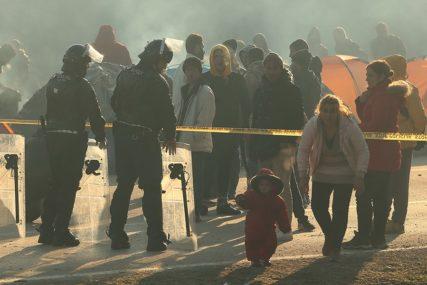 ŠOKANTNE FOTOGRAFIJE Ovo je dokaz koliko su migranti OČAJNI u nastojanjima da uđu u Evropu