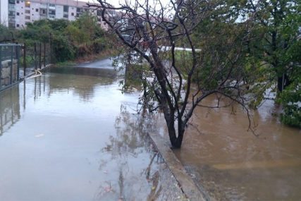 Bujice odnose živote: Poginulo najmanje 23 ljudi u poplavama