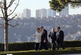 BRIŽNI LIDER Putin na sastanak u Istanbulu došao iz Sibira i donio Merkelovoj, Makronu i Erdoganu NESVAKIDAŠNJE POKLONE