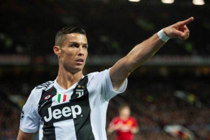 GLEDAOCI SU IMALI O ČEMU PRIČATI Ronaldo tokom proslave gola poljubio Dibalu U USTA (FOTO)