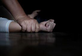 """Kosovska poslanica pokalaza sliku """"silovanja Albanki"""", a ispostavilo se da je fotografija sa PORNO SAJTA"""