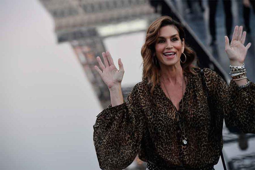 VITKA LINIJA Nekadašnji supermodel u 53. godini izgleda isto kao prije dvije decenije (VIDEO)