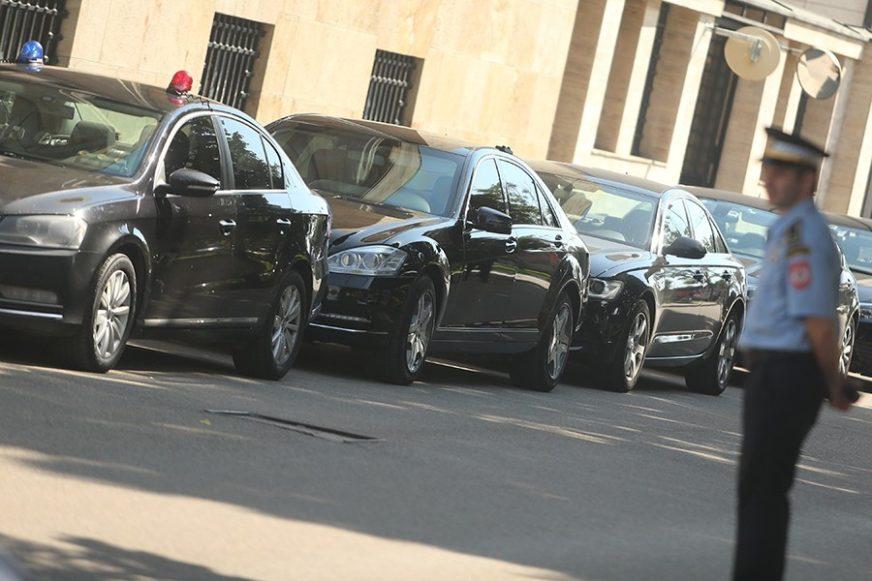 SLUŽBENI AUTO ZA PORODIČNE LJUDE Ministarstvo pravde tražilo vozilo sa kopčama za DJEČIJA SJEDIŠTA