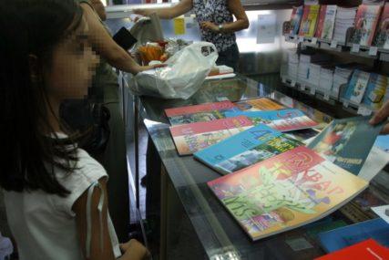 Vlada Srpske i Grad DIJELE KNJIGE: Da li će osnovci u Banjaluci dobiti dva kompleta udžbenika?