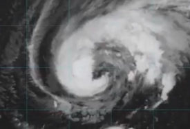 """URAGAN """"LORA"""" PRIJETI SAD Najveća evakuacija u Americi za vrijeme korone (VIDEO)"""