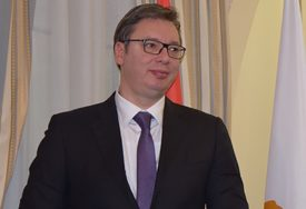 SVEČANI DOČEK U PALATI SRBIJE Vučić primio akreditive novih ambasadora
