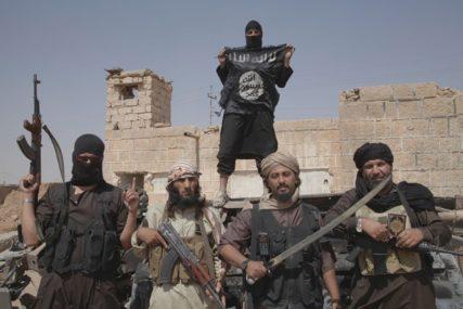 OPASNIJI OD AL KAIDE Pripadnici ISIS kriju se u pećinama, a pridružuju im se i borci iz Sirije