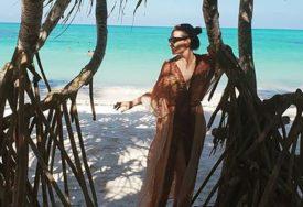 PROBLEMI NA ODMORU Poznatoj pjevačici UKRADENA DOKUMENTA u Zanzibaru