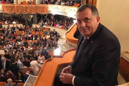 """Dodik prisustvovao baletu u poznatom pozorištu """"Mihajlovski"""""""