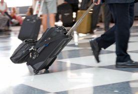 I MENADŽERI PAKUJU KOFERE Pet razloga zbog kojih u inostranstvo odlaze i oni koji IMAJU POSAO