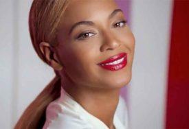 DOŽIVJELA KRAH Najpopularnija pjevačica današnjice stremi potpunoj PROPASTI svoje karijere