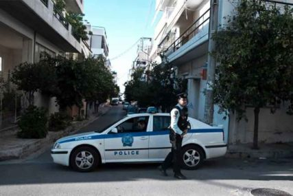 NAPAD Maskirani muškarci bacali DIMNE BOMBE na Parlament u Atini