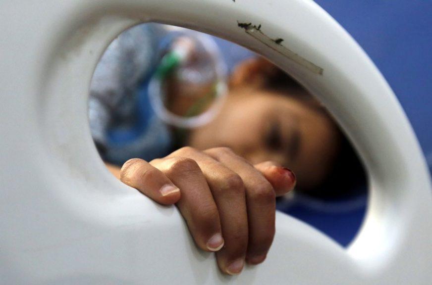 GLADNA, BOLESNA, U IZBJEGLIČKOM KAMPU Umrla djevojčica iz Jemena čija je fotografija obišla svijet (FOTO)