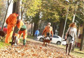 JESEN ŽIVIH BOJA Neumorni ples lišća na banjalučkim ulicama (FOTO)