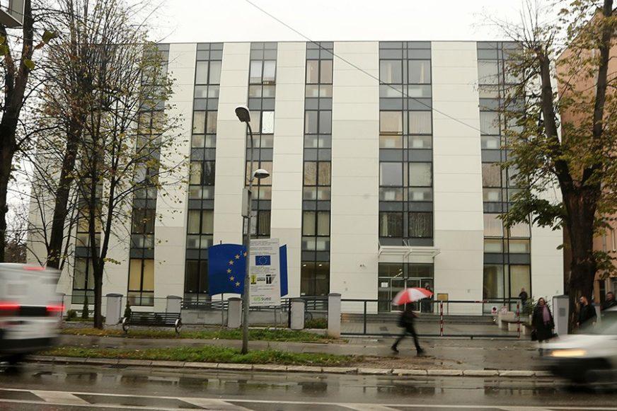 SLUČAJ O KOJEM SE ĆUTALO Bankarka SKINULA 170.000 KM sa računa klijenata, osuđena na 18 mjeseci