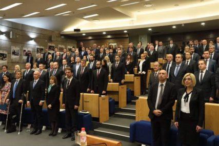 Poslanicima u Predstavničkom domu Parlamenta FBiH uručeni mandati