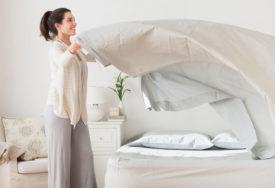 TRIK KOJI JE ZALUDIO SVIJET Evo kako da složite posteljinu sa lastišem za samo 30 sekundi (VIDEO)