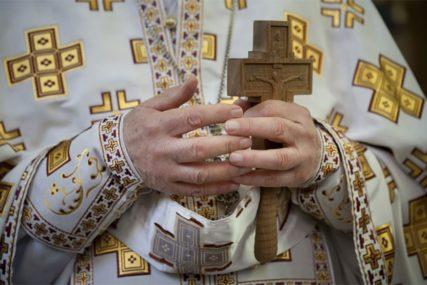 """""""Volim ga jako, cijelim srcem"""" Hrvatica opsjednuta sveštenikom, uhodila ga godinama, a on pobjegao u samostan"""