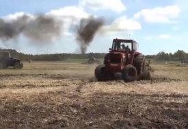 NESREĆA KOD GACKA Muškarac teže povrijeđen prilikom prevrtanja traktora