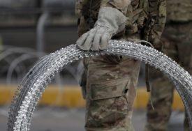 SITUACIJA SVE NEIZVJESNIJA Hiljade migranata stiglo na granicu Meksiko-SAD, američka vojska ima dozvolu DA PUCA (FOTO)