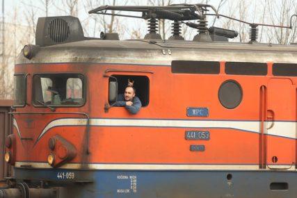 MAŠINOVOĐE KAO ČISTAČICE Plate opet izazvale buru u Željeznicama RS