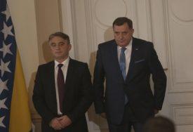 """KOMŠIĆ OPET UDARIO NA DODIKA I ČOVIĆA """"Prestanite Srbe i Hrvate tretirati kao stoku"""""""