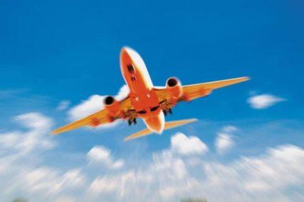 PUTNICI U ŠOKU Avion vraćen sa pola puta nakon što je u njemu pronađeno SRCE